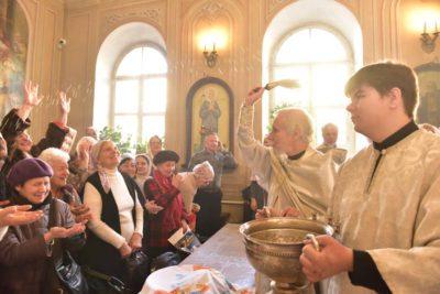 Когда в храмах освящают воду