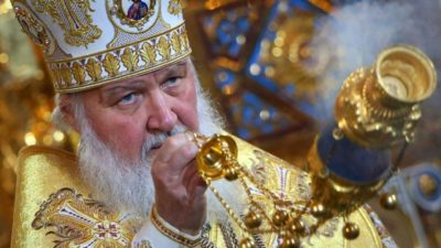 Что означает когда священник машет кадилом