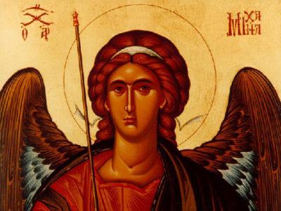 Что держит в руках архангел Михаил