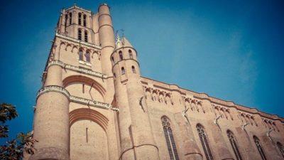Почему называется кафедральный собор