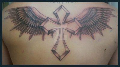 Что означает крест с крыльями