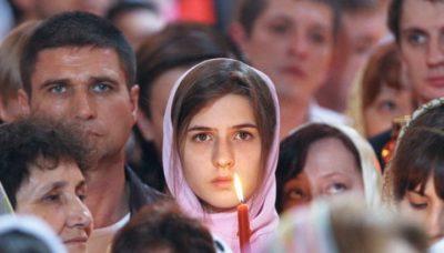 Сколько людей в России считают себя православными