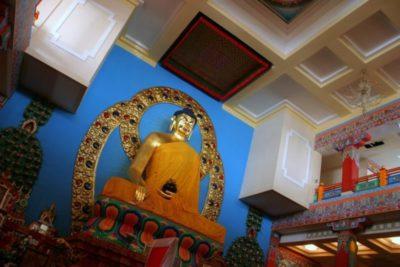 Как правильно называется буддийский храм