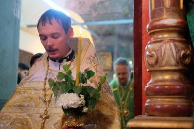 Когда святят на Троицу