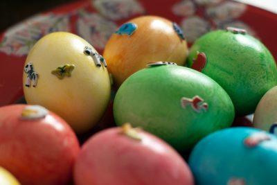 Откуда взялась традиция красить яйца на Пасху