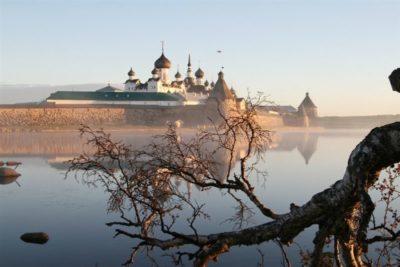 Кто является основателем Соловецкого монастыря