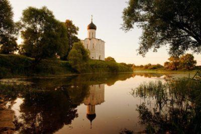 Кто построил первую церковь на Руси