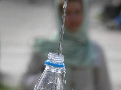 Можно ли хранить святую воду в пластиковых бутылках
