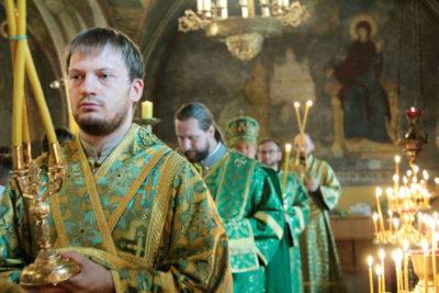 Что освещают в церкви на Троицу